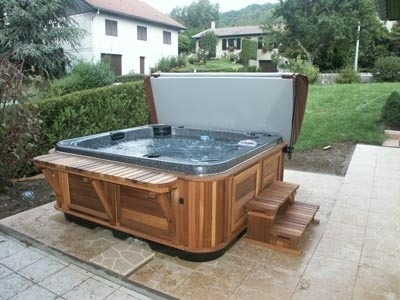 arctic-spas-hot-tub-on-tile-patio